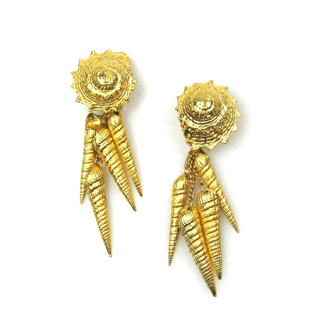 Shell Motif Drop Earrings 1980s